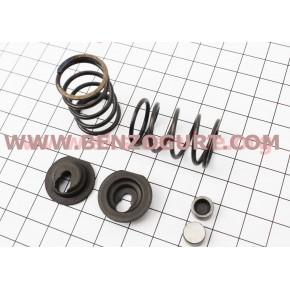 Клапанный механизм 168F, 170F, HONDA GX160, GX200 к-кт (пружина-2шт, + компенсатор клапана-2шт, + тарелка клапана-2шт)